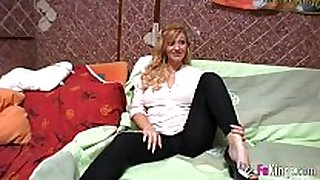 Pregnant blonde fucking during the time that calling customer ...