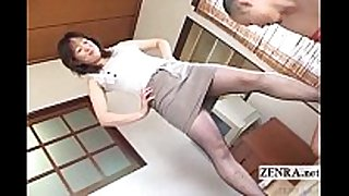 Japanese milf in hose feet teasing with su...