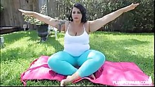 Big wazoo latin chick diana nicole stretches her bulky...