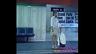 001 ultimo metro - chick stripping at train sta...
