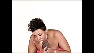 Mature ebony milf teaches how to suck ding-dong