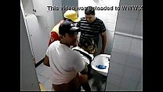 Suruba no posto de gasolina www.nordestinas.com