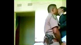Pareja de policia se lo monta en la comisaria -...