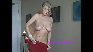Stunning golden-haired milf - sexxxy strip tease!