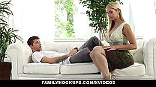 Familyhookups- sexy stepmom sucked my jock in ex...